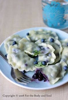Wild blueberry pierogi makes about 60 dumplings 500 g all purpose flour boiling water (see head notes) pinch of salt 500 ml cups) wild blueberries Sift the flour and salt into a large bowl. Make a whole in the center and pour boiling w… Just Desserts, Delicious Desserts, Dessert Recipes, Yummy Food, Ukrainian Recipes, Russian Recipes, Ukrainian Food, Polish Recipes, Polish Food