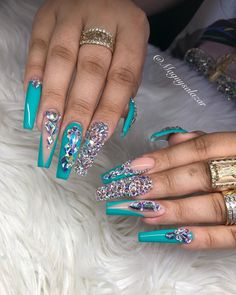 On average, the finger nails grow from 3 to millimeters per month. If it is difficult to change their growth rate, however, it is possible to cheat on their appearance and length through false nails. Aycrlic Nails, Sexy Nails, Dope Nails, Fancy Nails, Coffin Nails, Rhinestone Nails, Bling Nails, Bling Nail Art, Nail Swag