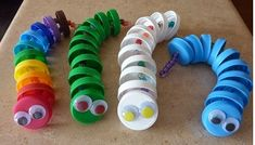 This page is a lot of caterpillar crafts for kids. There are caterpillar craft ideas and projects for kids. If you want teach the animals easy and fun to kids,you . Kids Crafts, Projects For Kids, Diy For Kids, Arts And Crafts, Plastic Bottle Caps, Bottle Cap Art, Pet Bottle, Preschool Art, Preschool Activities