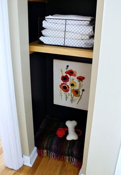 Reclaim your bedroom or your living room from your pup and make a linen closet way more attractive by fashioning a cute dog bed nook. Ceiling Decor, Wall Decor, Dog Nook, Cute Dog Beds, Big Closets, Black Linen, Ladder Decor, Bed Pillows, Diy Projects
