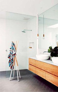 badkamer met glazen douchewand