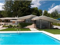 Forest house, built in West Vancouver in 1964 and designed by architect Ron Thom. Mid Century House, Mid Century Style, Superior Homes, Vancouver, Canada, Forest House, British, 3d Max, Modern Exterior