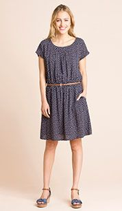 Vestido en azul / blanco Dresses For Work, My Style, Women, Fashion, Blue Dresses, Blue Nails, White People, Moda, Fashion Styles
