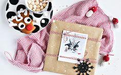 """Mein CEWE FOTOBUCH im """"Kleid"""" von Variante 1. Hauptzutaten: """"Schneebesprenkeltes"""" Packpapier und ein winterlicher Retroprint. Fotos: Nicole Hildebrandt, LuziaPimpinella.com"""