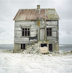 Abandoned and Back To Nature 10 Old Homes, Old house with tall treeOld Beach House Abandoned Buildings, Old Abandoned Houses, Abandoned Mansions, Old Buildings, Abandoned Places, Old Houses, Abandoned Castles, Foto Picture, This Old House