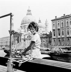 Al Lido di Venezia dove sarà Madrina della Mostra del Cinema, nel 1967