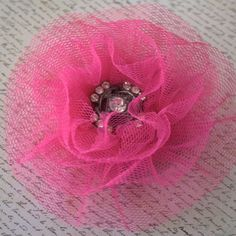 Sprinkles Pink Tulle Pleat Flower With Video Tutorial Tulle Flowers, Pink Tulle, Felt Flowers, Diy Flowers, Fabric Flowers, Tulle Crafts, Flower Crafts, Shabby, Scrapbooking Mini Album