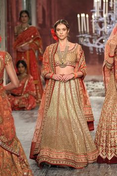 Tarun Tahiliani-india-couture-week-bridal-dresses-16