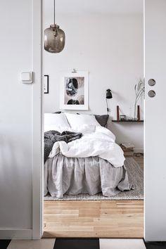 Romantic & rustic bedroom
