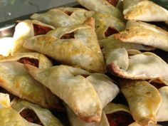 Each country in Latin America has its own version of empanadas, and within each country there are usually different versions from province to province. In my humble opinion, traditional Argentine … Beef Empanadas, Empanadas Recipe, American Food, Grubs, Appetizers For Party, Cinnamon Rolls, New Recipes, The Best, Food To Make