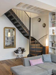 Un appartement parisien rénové par une architecte House Stairs, House, Staircase Design, Home Remodeling, Small House Plans, Parisian Apartment Decor, Trendy Home, Modern House Plans, Parisian Apartment