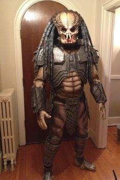 guy from high school think he did a good Job Predator cosplay. Predator Cosplay, Predator Costume, Alien Vs Predator, Scary Halloween Costumes, Cool Costumes, Best Cosplay, Awesome Cosplay, Cosplay Outfits, People Dress