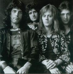 As extravagâncias do Queen em edições duplas - Combate Rock - Jornal da Tarde