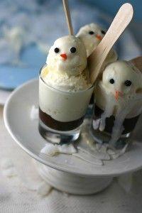 Snowman Shooters: Homemade hot fudge, and vanilla ice cream served in shot glasses Christmas Treats, Holiday Treats, Christmas Goodies, Holiday Recipes, Holiday Parties, Christmas Time, Hot Fudge, Yummy Treats, Sweet Treats