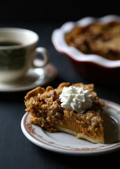 bourbon pumpkin pie with cinnamon pecan streusel (via http://www.climbinggriermountain.com)