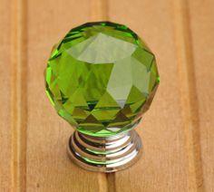 Manopola di cristallo verde vetro manopole di ARoseRambling, $6.00