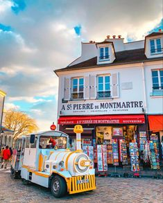#montmartre #paris #parigi St Pierre, Gravure, You Really, Told You So, Country, Renting, Traveling, Guy, Instagram