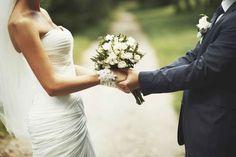 Es ist eine echte Ehre, wenn du bei der Hochzeit eine der Fürbitten sprechen darfst. Doch welche Worte wählt man für diesen besonderen Moment...