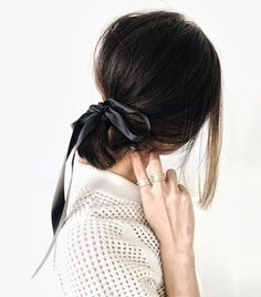 4 easy hairstyles for my short hair girls on the channel today. This one is a super easy Bardot inspired look that takes less than a minute… Ponytail Hairstyles, Pretty Hairstyles, Girl Hairstyles, Ponytail Ideas, Knotted Ponytail, Ribbon Hairstyle, Short Hair Ponytail, Bun Hairstyle, Hair Bows
