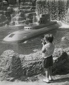 Former Disneyland photographer shares decades worth of stories, photos, including iconic ones of Walt Disneyland Tomorrowland, Disneyland World, Disneyland California, Vintage Disneyland, Disneyland Resort, Disneyland Photos, Disney Parks, Walt Disney World, Original Disneyland