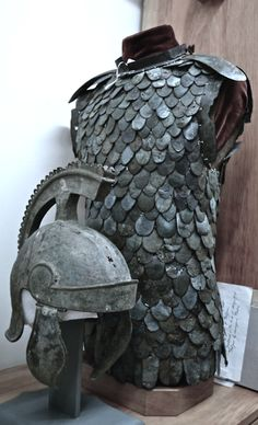 Rome Lorica squamata is a type of scale armour used by the ancient Roman military during the Roman Republic and at later periods. Ancient Armor, Medieval Armor, Art Romain, Roman Armor, Rome Antique, Empire Romain, Royal Ontario Museum, Armadura Medieval, Roman History