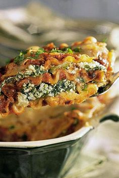 Go green with your lasagna by adding both spinach and cilantro, and add extra heartiness with a layer of black beans. For more ideas for lasagna, see our collection of spinach lasagna recipes.#vegan #vegandishes #veganrecipes #myrecipes #lasagna #pasta #dinnerrecipes Cheese Spaghetti, Spaghetti Sauce, Black Bean Lasagna Recipe, Ezcema Diet, Dinner Recipes, Lasagna Recipes, Spinach Lasagna, No Noodle Lasagna, Meatless Monday