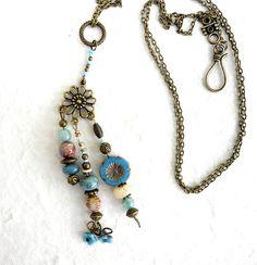 collier sautoir avec pendentif ethnique, fantaisie, en perles semi précieuses naturelles et en verre tchèque, bleu : Collier par de-perle-en-perles