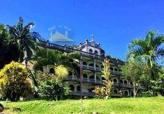 Priest house  Victoria in Africa 🌴🌺مدينة فيكتوريا،سيشيل رائعة To know more about our trip to the Seychelles check the blog لمعرفة المزيد عن رحلتنا إلى جزر السيشيل  يمكنك قراءة المدونة على الرابط  http://www.easttowestadventures.com/en/seychelles-tropical/ #easttowestadventures #travelblogger  #travelphotographer #seychelles #honeymoon #beach #beachholiday #victoriacity #library #bigben #avaniseychellesbarbaronsresortandspa #africa #blogger #paradise #holidayfactory