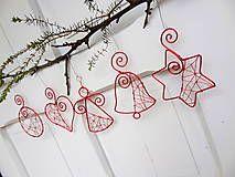 Dekorácie - červené vianoce z drôtu s bielymi perličkami... sada - 6063392_