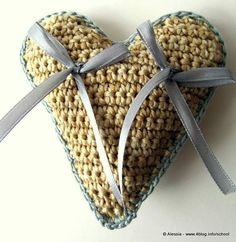 Pattern Spiegazione per Cuscino portafedi HEART a Crochet Uncinetto (idea matrimonio wedding), by Tramontana Uniquely Couture, 4,00 € su misshobby.com
