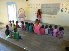 A lezione nella Scuola di Muzuane! #mozambique #africa #vacanza #vacanzasolidale #turismoresponsabile #summer #school #children #humana #humanaitalia #humanapeopletopeople