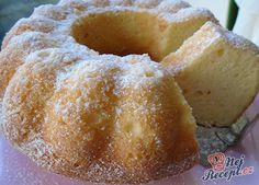 Fresh and juicy yoghurt gugelhupf - goldi backen - Desserts Baking Recipes, Cookie Recipes, Homemade Frappuccino, Easy Smoothie Recipes, Pudding Desserts, Recipes From Heaven, Pampered Chef, No Bake Cake, Sweet Recipes