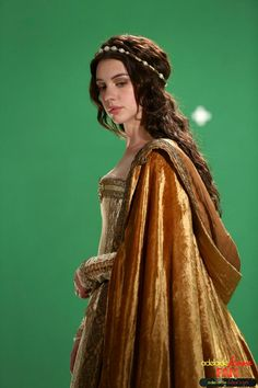 Reign & Mary's beautiful gold cloak with voluminous hood