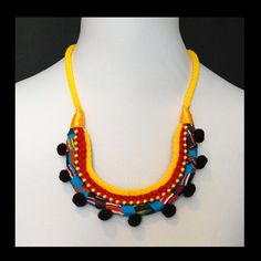 Pandula Crafts To Make, Arts And Crafts, Tribal Art, Worlds Of Fun, African Fashion, Shopping Bag, Crochet Necklace, Jewelry Design, How To Wear