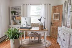 You won't mind getting work done with a home office like one of these. See these 18 inspiring photos for the best decorating and design ideas for your home office. Guest Room Office, Home Office Space, Home Office Desks, Office Furniture, Cozy Home Office, Office Lounge, Interior Office, Office Table, Office Workspace