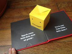 Après mon arbre d'Ilya Green , l'autre livre fétiche du magicien en ce moment, c'est Petite boîte jaune de David A. Carter. David A. Carter fait des magnifiques livre pop up, mais ils sont destinés aux plus grands. Il en a destiné un aux plus petits mêlant... Paper Engineering, Up Book, Pop Up Cards, Kirigami, Altered Books, Bookbinding, Moment, Book Design, Paper Cutting