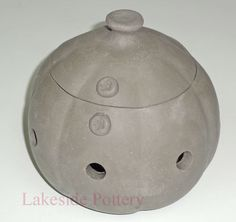 Garlic keeper with lid