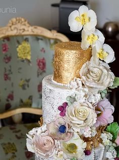 Antique baroque wedding cake | sugar roses and orchids | Luxury cakes | Art Sucré by Mounia | Cakes