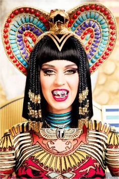 Katy Perry Transforms Into Cleopatra For 'Dark Horse' Video   http://www.huffingtonpost.com/2014/02/19/katy-perry-dark-horse-video-makeup_n_4815468.html