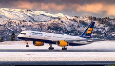 "Icelandair Boeing 757-223 TF-ISS ""Dyngjufjöll"" arriving at Bergen-Flesland, January 2017. (Photo: Alexander M. Ellingsen)"