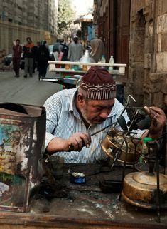 Street scene behind the Al-Azhar Mosque Cairo.Egypt, 2010.لحام البوابير