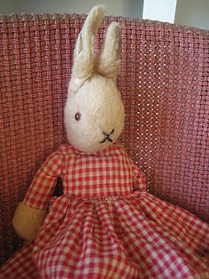 Vintage girl bunny toy, from the Streetcomber blog.