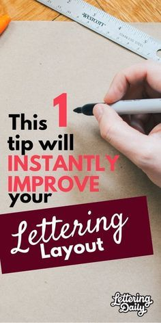 Today we are sharing a quick yet effective tip for your hand lettering composition. You will instantly improve your hand lettering layouts as we guide you step-by-step through this hand lettering tutorial. Calligraphy and hand lettering for beginners! Hand Lettering For Beginners, Hand Lettering Practice, Hand Lettering Quotes, Creative Lettering, Doodle Lettering, Lettering Styles, Brush Lettering, Lettering Design, Chalk Typography