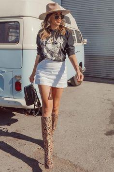 Snakeskin Knee High Boots Outfit With White Mini Skirt - Nathan Davenport Fashion Winter Mode Outfits, Winter Fashion Outfits, Look Fashion, Fall Outfits, Autumn Fashion, Casual Outfits, Cute Outfits, Womens Fashion, Petite Fashion