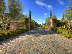 flagstone driveway entrance gates | entrance with textured driveway the gates to this home s entrance ...