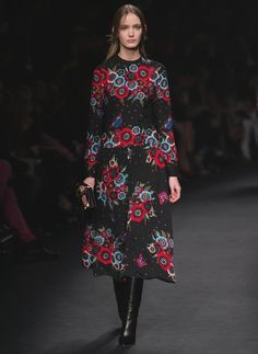 For FallWinter 2015-16 Creative Directors, Maria Grazia Chiuri and Pierpaolo Piccioli were inspired by an outstanding figure of the London art scene in the sixties: textile designer and muse Celia Birtwell. Collaborating with Celia and her famous floral designs, long dresses blooming with contrasting colors were created.