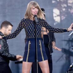 WATCH: Taylor Swift Shakes it Off In Times Square on 'GMA' & Teases Tour! | 99.5 WGAR