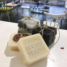 Shampoo Bar, Home Made Soap, Soap Making, Lip Balm, Place Card Holders, Diys, Homemade, Health, How To Make
