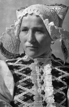Žena z Vyšného Sliača, Liptov , Slovakia Folk Costume, Costumes, Anglo Saxon History, Old Postcards, Cebu, Fashion History, Dress Up, Culture, Photography
