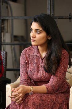 Cute Couple Images, Cute Love Couple, Nivedha Thomas, Thomas Movie, In Love Pics, Tamil Girls, Saree Dress, Beautiful Girl Indian, Tamil Actress